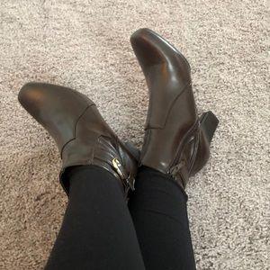 Madeline Stuart brown boots sz 8
